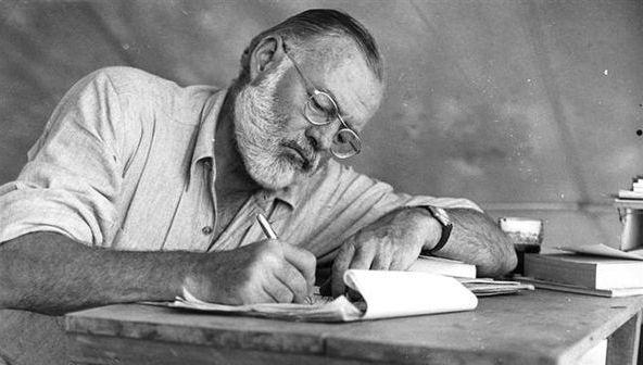 """アーネスト・ヘミングウェイ Ernest Hemingway: 「書籍ほど信頼できる友はいない」""""There is no friend as loyal as a book"""""""