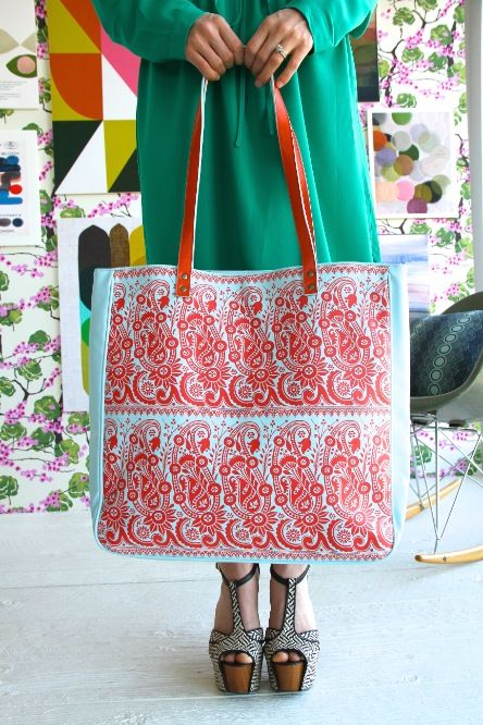 Amy Butler's Alissa Tote, part of the Hapi Sunrise collection from Kalencom.
