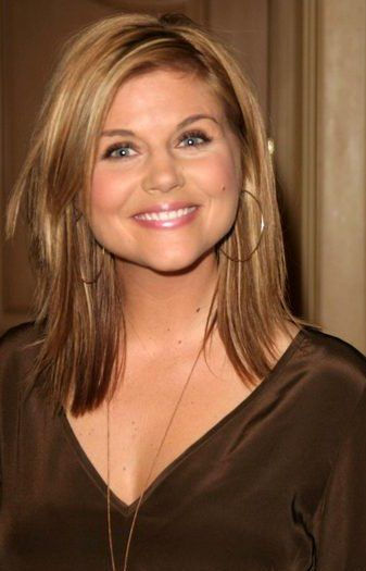 Tiffani Amber Theissen..........love her! she will always be Valerie Malone to me.