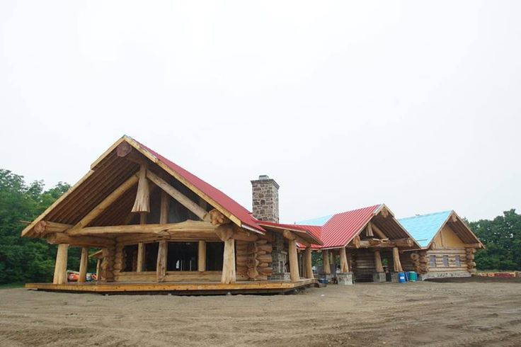 Lisa and Scott had a giant outdoor party with family and friends on the final day of the build.