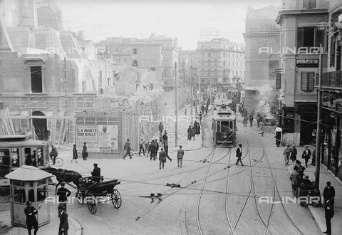 Largo di Torre Argentina durante le demolizioni inizio 1900.