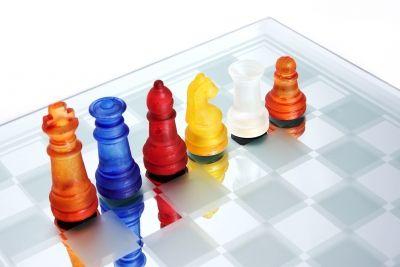 Pelejä, joita voidaan hyödyntää eri aineiden opetuksessa. Pelit jaoteltu oppiaineittain.