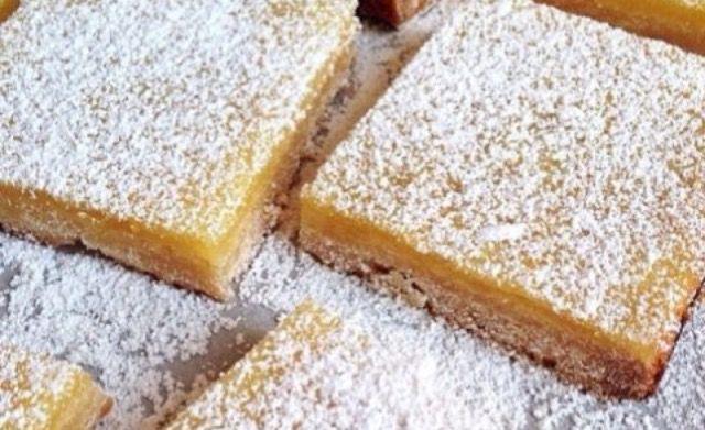 Torta soffice e sottile alla vaniglia con pochi ingredienti 🍰  Per la ricetta completa clicca il link del mio Blog 😍😍😍
