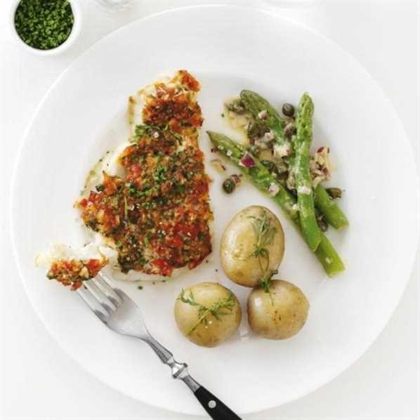 Pighvar med hvidløg, krydderurter og marinerede asparges