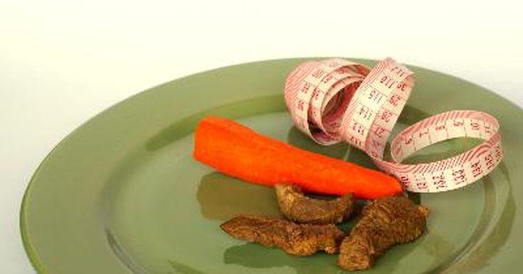 Qué pueden tomar las mujeres para ganar peso. Cuando las mujeres quieren aumentar de peso, hay varias maneras de hacerlo. Aparte de eliminar grandes cantidades de ejercicio cardiovascular de su rutina diaria, pueden realizar un planteamiento que se centre en torno a sus hábitos alimenticios.
