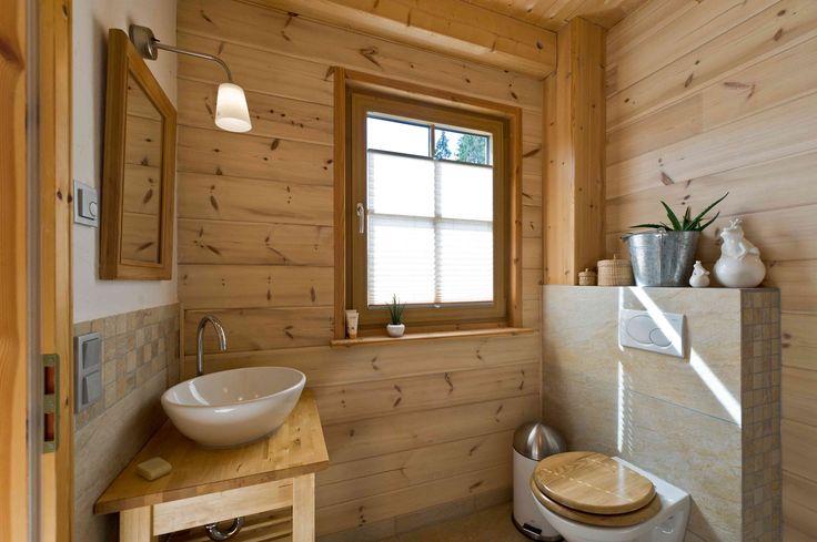 ländliches und klassisches Holzhaus am Schlossberg von Fullwood Wohnblockhaus