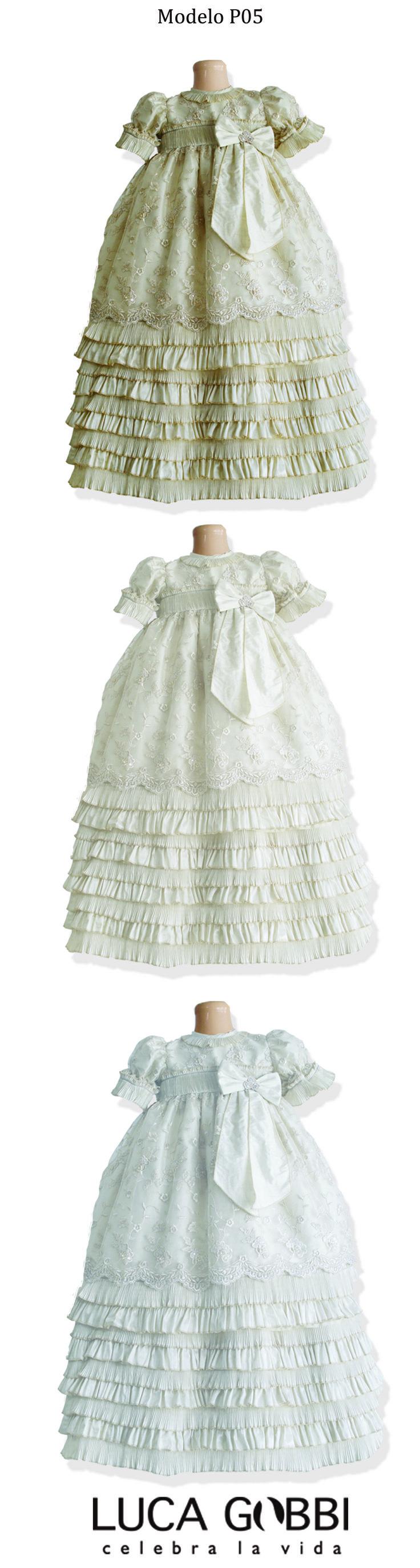 Encuentra el estilo perfecto para tu Bebé en este Hermoso Modelo, Disponible en nuestra colección de Ropones de Bautizo para Niña. Más detalles→ www.lucagobbi.com/coleccion/p05  #Ropon #Bautizo