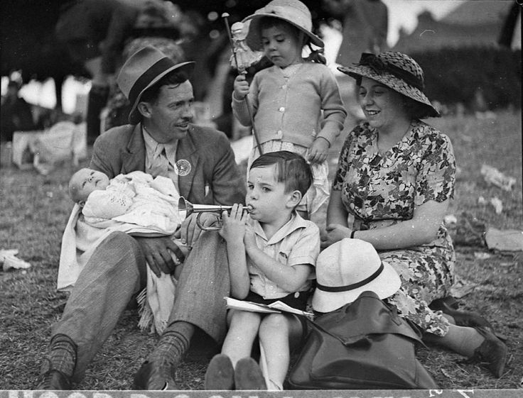 Personal and family histories. In this activity students will examine photos from the State Library of NSW to find out what family life was like in the past, and compare it to family life in the present.