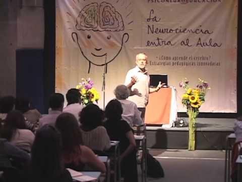 Claves para aprender y enseñar teniendo en cuenta el potencial del cerebro, es el tema que desarrolla el Dr. Hérnan Aldana, Decano de la Facultad de Ciencias...