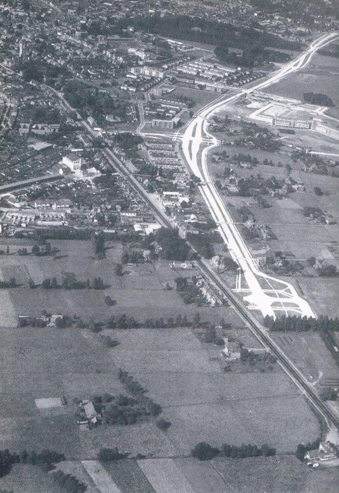 Hierbij een luchtfoto uit 1959: Aanleg Van Rechteren Limpurgsingel en op de voorgrond boerderij De Karelskamp. Ingezonden door Geert Jansma