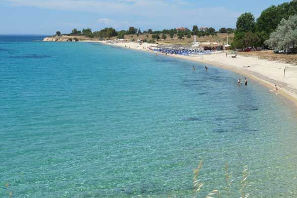 Agios Ioannis – stunning and popular fun beach Beach: sand Water: clear Agios Ioannis from the Sithonia road presents you with a wonderful panoramic view that makes you want to be there. A 700 meter straight sandy beach with brilliant turquoise waters makes this beach one of Sithonia's best. The water is clear for swimming …