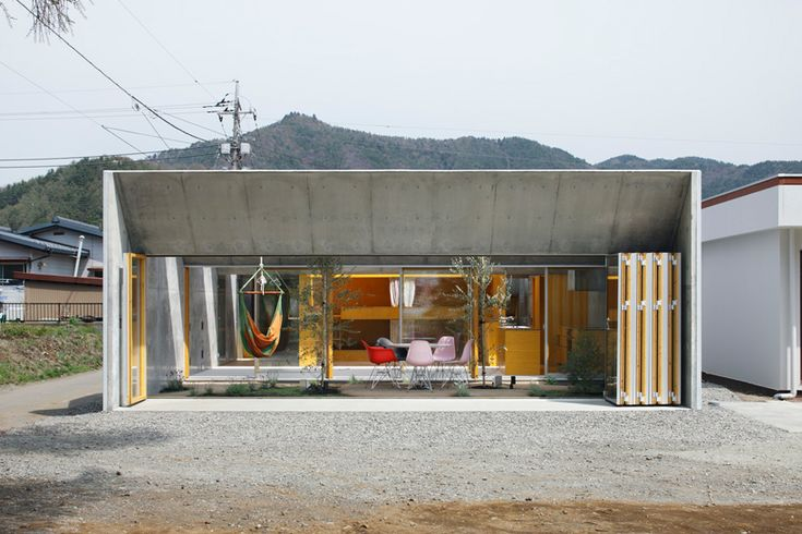 Google Image Result for http://www.spoon-tamago.com/wp-content/uploads/2011/12/favorite-homes-of-2011-outside-in-by-takeshi-hosoka-2.jpg