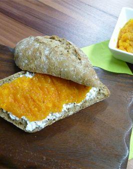 KÜRBIS-APFEL-MARMELADE -   Zutaten für ein Glas: 1kg Hokkaido Kürbisfleisch,  500g süße Äpfel (geschält und entkernt),  75ml Wasser,  1 TL Ingwerpulver,  1 TL gemahlene Vanille, 1 Prise Zimt,  750g Gelierzucker 2:1.   Hier geht's zur Zubereitung: http://behr-ag.com/de/unsere-rezepte/rezeptdetail/recipe/kuerbis-apfel-marmel.html