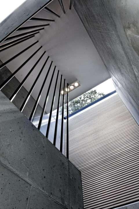 MATERIALER SOM MATSJER: Måten trappegangen er bygget opp på er også et studium verd.