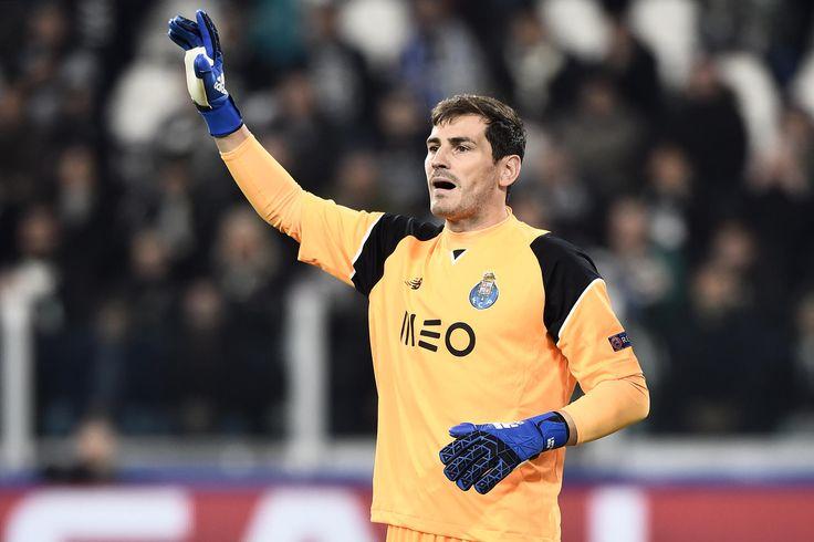 Selon L'Equipe, le portier espagnol de 36 ans a été proposé au PSG en vue de la saison prochaine.