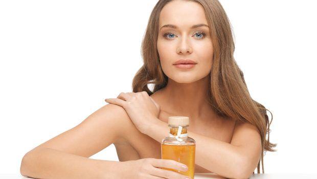 Uleiul de masline: 4 tratamente eficiente pe care le poti face acasa pentru frumusetea parului