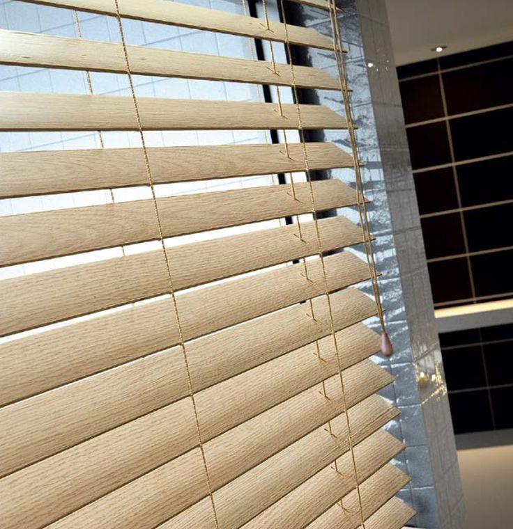 Ξύλινη περσίδα σε φυσικό χρώμα/ natural colour wooden blind