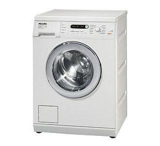 Wasmachine schoon maken met chloor en schoonmaakazijn Jaren geleden las ik een boekje: The Queen of Clean doet de was. Ik had nooit geweten dat er over het onderwe...