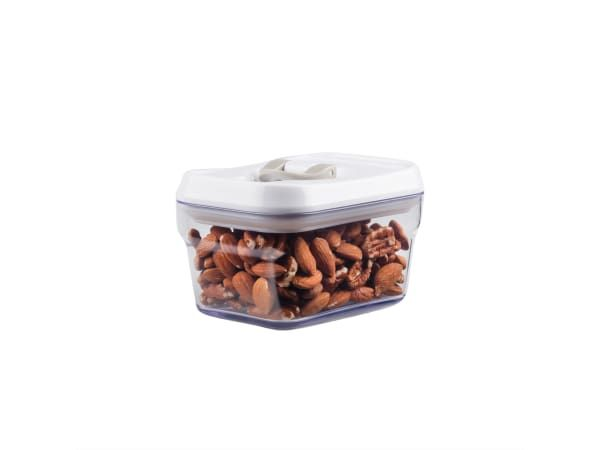 Humble & Mash Lid Lock Airtight Storage Canister - These storage canisters come in handy for storing all sorts of dry goods, and the expandable silicone seal keeps the contents fresh.