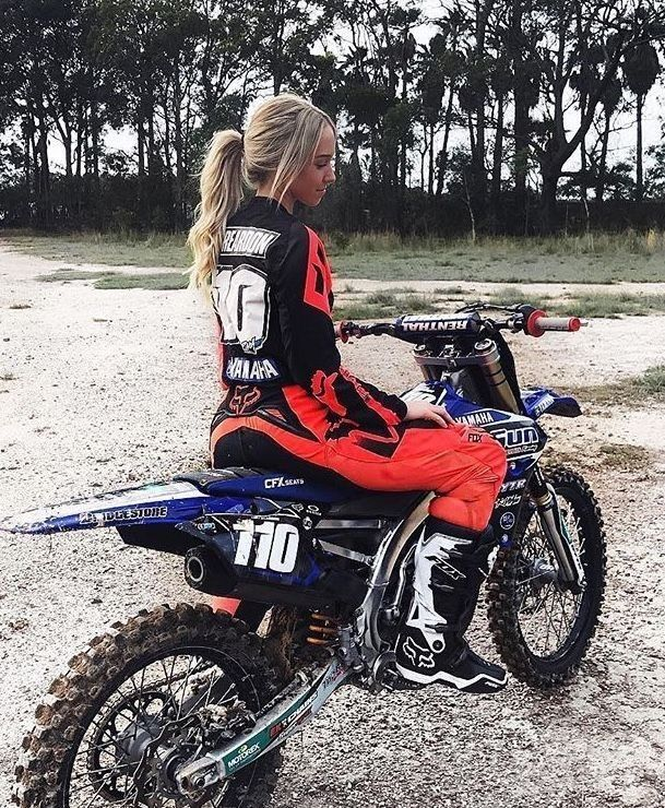 Pin By Lainey Harsh On Senior Picture Ideas Dirt Bike Girl Motocross Girls Dirt Bike Gear