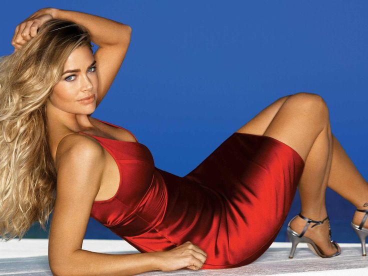 Image from http://womenonthefence.com/wp-content/uploads/2012/10/denise-richards-98467.jpg.
