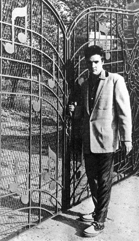 Elvis Presley at the gates of Graceland