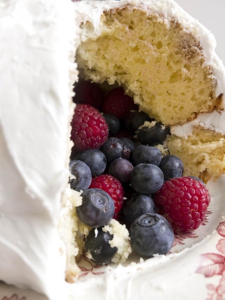 BERRY FILLED PIÑATA CAKE + choc strawberries on top