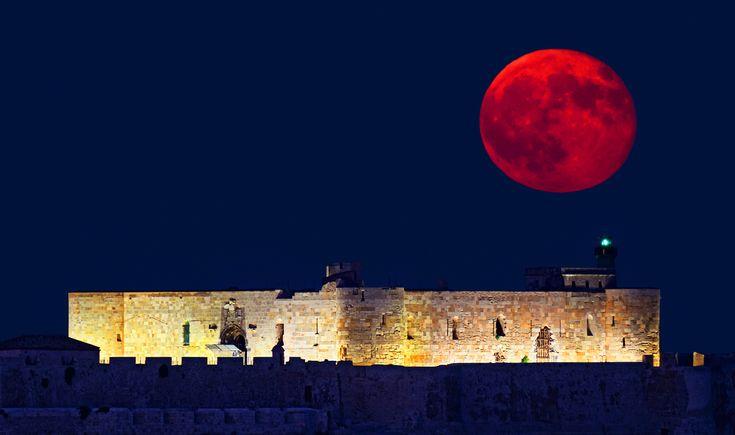 Grande Super Lune :Ce mois-ci sera un réel plaisir pour les contemplateurs de Lune et les passionnés d'étoiles à travers le monde, étant donné qu'une