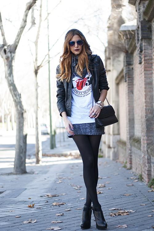 Scarf/Bufanda: Oysho  Jacket/Chaqueta: Zara  T-shirt/Camiseta: from a Rolling Stones concert  Skirt/Falda: Mango  Bracelets/Pulseras: H and Stradivarius  Bag/Bolso: Zara  Boots/Botines: Zara