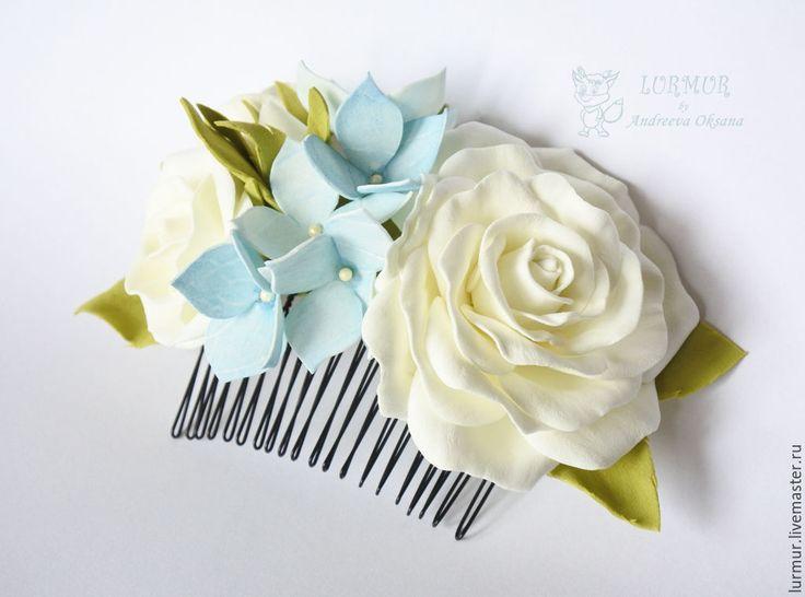 """Купить Гребень """"Белая роза с цветами голубой гортензии"""" Украшения из фоамиран - голубой, белый, заколка"""