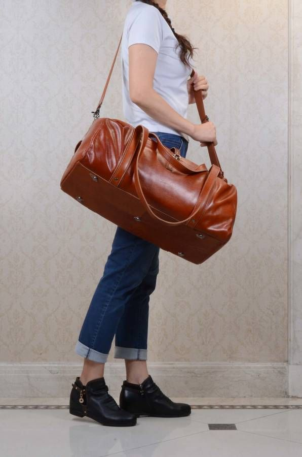 Are you interested in our business travel leather luggage bag? With our vintage leather holdall you need look no further.