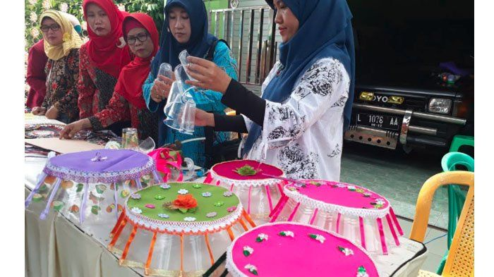 Mahasiswa UM Surabaya Buat Program Pendampingan Warga, Mulai Bank Sampah hingga Budidaya Tanaman