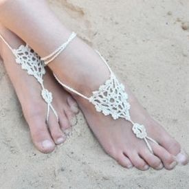 Free crochet pattern to make beautifully simple barefoot sandals! - Click image to find more jewelry posts