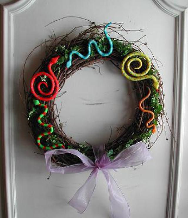 Make a Spring Snake Wreath for St. Patrick's Day