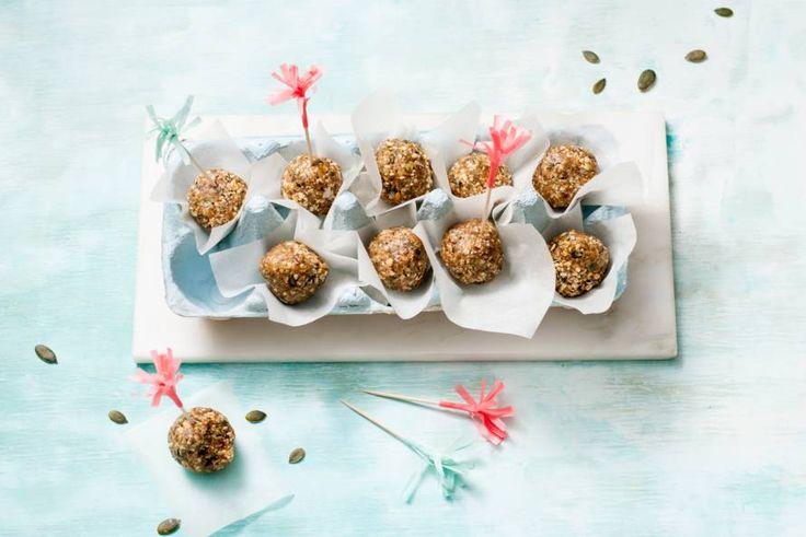 Een lekkere snack met noten, pitten en kaneel. Ook handig voor onderweg!- Recept - Allerhande