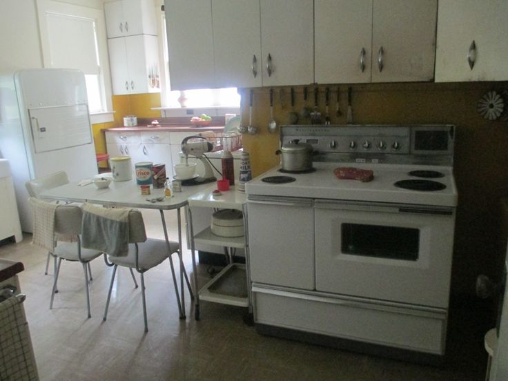 The Dixon family kitchen in Duston Heights?  No, guess again.  It's a 1950s-era kitchen and dining room at the Carl Sandburg Home National Historical Site in Flat Rock, North Carolina.