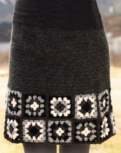 put granny squares on the bottom of a skirt - Gray knitted skirt with crochet trim square motifs