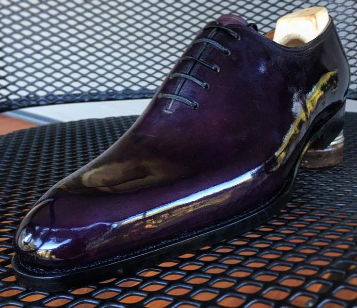 Purple Haze…… Simply, a true wholecut by @saintcrispins #wholecut #oxford #sartorial #saintcrispins #glacage #shoeshine #shoewizardry #menswear #stileuomo #handmadeshoes #blu_scuro #bluscuro #artisanal