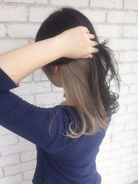 ブロンドベージュインナーカラーくびれミディ_ba37931/ALBUM HARAJUKU【アルバム ハラジュク】をご紹介。2017年夏の最新ヘアスタイルを100万点以上掲載!ミディアム、ショート、ボブなど豊富な条件でヘアスタイル・髪型・アレンジをチェック。