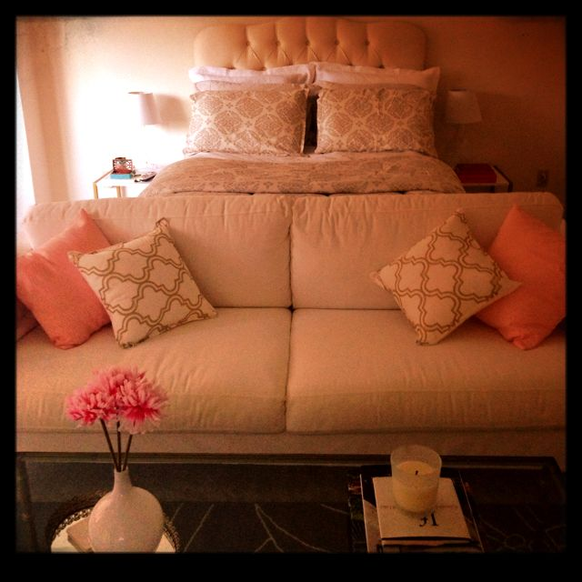Studio // Bachelorette // Bachelor // Apartment // House // Home Decor // Interior Design // Styling // Vignettes // Decoration