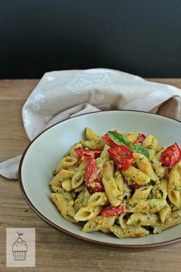 Pasta+con+pomodorini+confit+e+pesto+di+basilico+e+pistacchi