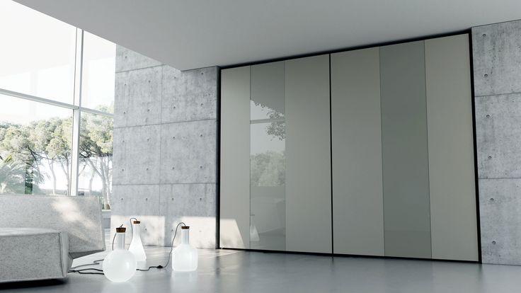 FORM Caccaro. GIOCO DI FASCE.  Ampie fasce verticali decorano le ante mimetizzando la distribuzione dei vani interni.