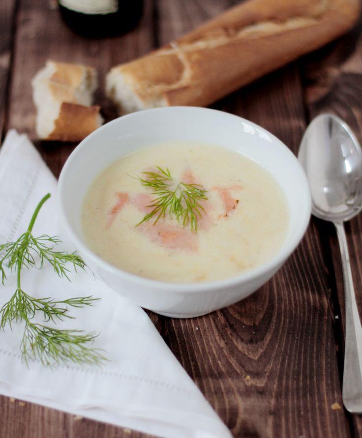 Ein gutes Rezept gegen den Winterblues: Lauchcremesuppe mit Lachs und Dill