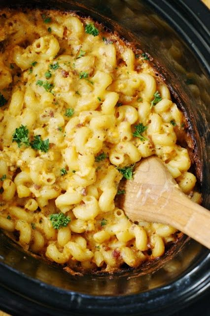 Crock Pot Bacon Macaroni and Cheese ~ Amazingly delicious! www.thekitchenismyplayground.com