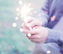 Вдохновляющая картинка огонь, фейерверки, руки, фотография, приятное, бенгальские огни, 361674 - Размер 500x326px - Найдите картинки на Ваш вкус