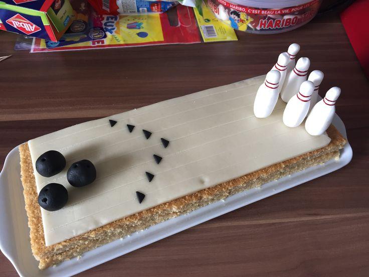 """Gâteau """"bowling"""" fait avec un financier fourré à la pâte à tartiner...."""