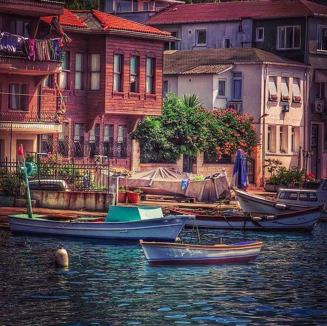 Traditional fishing boats in front of a traditional Turkish Yalı!