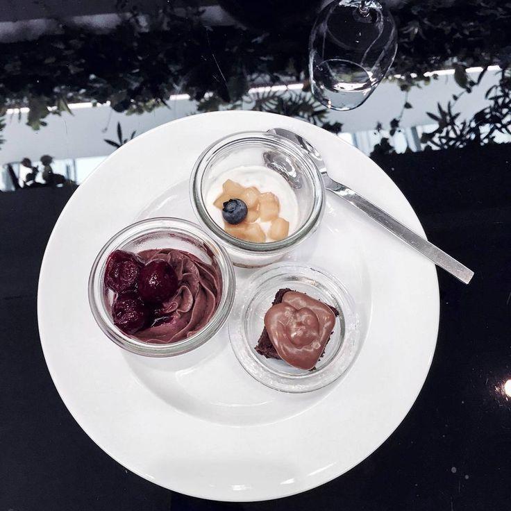 "113 Likes, 3 Comments - Gabriella Buzas (@epicstreetstyle) on Instagram: ""More amazing treats ❤❤❤ . ."" luxe dessert cake parfait fruit sweet goodlife luxury goodfood yummy vienna"