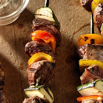 Balsamic Beef Shish Kabobs @keyingredient #vegetables #italian