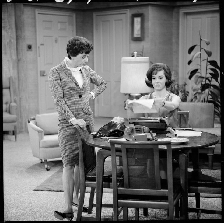 Mary Tyler Moore and Ann Morgan Guilbert in The Dick Van Dyke Show (1961)